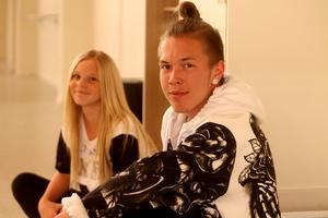 Rasmus Svärdström och Tyra Bergström.