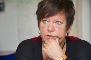 Birgith Olsson Johansson (S), ordförande i bildningsnämnden tog beslutet att stänga av eleven fram till mitten av mars, då nämnden behandlar ärendet.