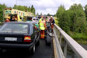 Trafikkaos uppstod på E4 vid bron över Ljungan. Endast ett körfält var öppet för trafik en kortare stund och det uppstod långa köer i den täta semestertrafiken.