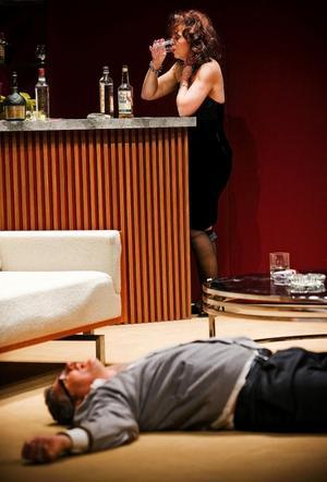 Pia Johansson och Dan Ekborg i Vem är rädd för Virginia Woolf? på Stockholms Stadsteater.