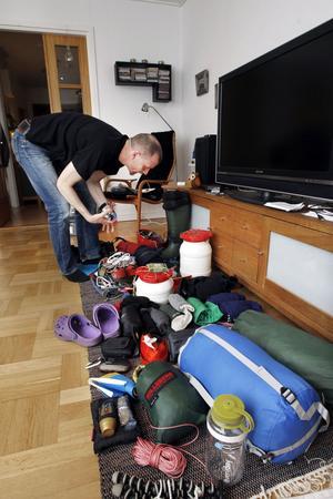 Expeditionen står för rep och annan utrustning som krävs för avancerad grottklättring. Resten av prylarna måste Niklas Konstenius ta med sig.