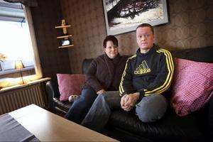 """Eva Rheborg och Stefan Ahlbom i Torvalla medverkar i tv-programmet """"Det okända"""" på måndag kväll. Foto: Anton Enerlöv"""