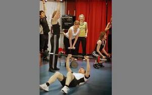 88 personer testade styrketräning i cirkel i helgen. FOTO:STAFFAN BJÖRKLUND