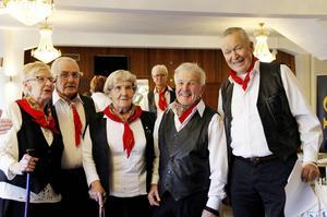 Gun-Britt Malmström, Clas Horn, Majlis Röstlund, Gunnar Larsson (i bakgrunden), John Eriksson och Arne Berglund i PRO Norrsundet.