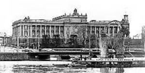 Foto: LASSE HALVARSSONFramme. I mitten på januari 1992 återuppstod bocken och blev en symbol för kampen mot regementsnedläggningen. Efter en strapatsrik resa till huvudstaden nådde bocken slutligen fram till riksdagshuset.