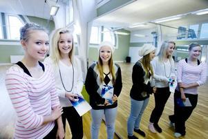 DANS. Elin Åström, Hilda Andersson Gund och Alexandra Lindström är sugna på att söka den nya gymnasieskolan MoveIT där de får möjlighet att dansa sex timmar i veckan.