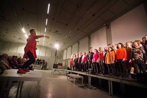 Maria Boberg dirigerar de tre körerna BB Gospel Choir, Caming gospel och Frösö gospel.