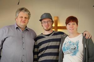 Peter Wilhelmsson är pastor, Erik Solsjö och Cecilia Henriksson gör sin praktik på utbildningen i Junsele. De läser på teamträningsskola på Kaggeholms folkhögskola.