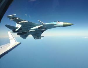 Rysk Su-27 fotograferad på nära håll från svenskt signalspaningsflygplan.