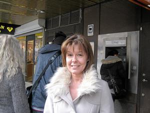 Susanne Sörell, 45 år, egen företagare, Rönnby: – Det är skrutt. Nu kan man inte längre gå till banken och sätta in pengar. foto: veronica ekström