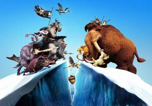 """Manny, Diego, Sid och Sids mormor flyr undan pirater i """"Ice Age 4 - Jorden skakar loss""""."""