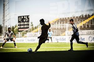 Arameiska Syrianska dominerade matchen mot Tamil Eelam ganska ordentligt. Men motståndarna från Sri Lanka var långt ifrån ofarliga. Matchen slutade 2–0 till Arameiska Syrianska som därmed blev det första laget att säkra en slutspelsplats i årets upplaga av Conifa World Cup.
