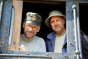 Till vänster Göran Enqvist som var med och gjorde i ordning loken. Till höger Ingemar Forsström som var med på resan som entusiast.