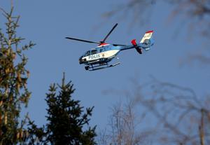 En polishelikopter sökte efter den försvunne mannen på fredagen.