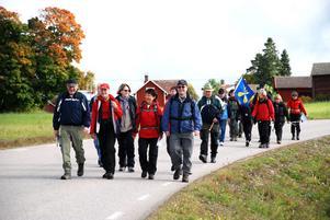 Vandringsfestivalen startade i Övre Gärdsjö. Guide var Torsten Johansson från Dalkarlsvägen.