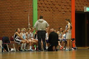Time out för Östersund, med Hans Vågström som delar ut nya direktiv.