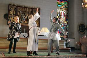 High five i kyrkan. Margareta Carlenius och