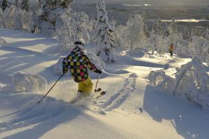 William Sundh njuter i den djupa snön på Idre Fjäll.