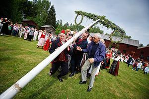 Henrik Numälin, Forsa, tar täten vid stångresningen i Fränö.