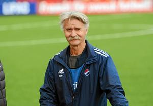 Olle Davidsson tror att en utökning av antalet lag i damallsvenskan skulle vara bra för svensk damfotboll.