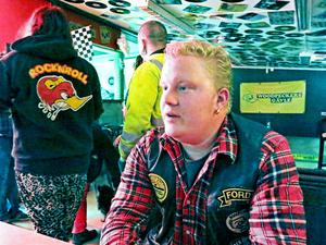 Raggare sedan barnsben. Björn Lindkvist och klubben Woodpeckers vill att Gävleborna slutar dra raggare över samma kam. I klubbhuset råder ett nästan zenbuddistiskt lugn när GD kommer på besök under onsdagen.