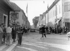 Hörnet Långgatan - Gussarvsgatan i samband med TT-loppet 1950.