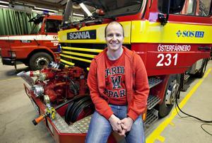 Micael Friberg från Gysinge är deltidsbrandman på räddningstjänsten i Österfärnebo.