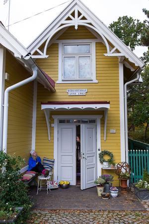 Traditionellt sett har det inte använts så skarpa färger på husen i Sverige.