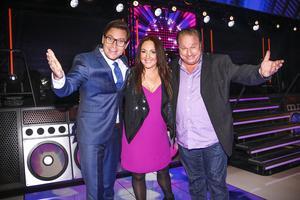 Ola Selmén är programledare för Gissa låten, där Hanna Hedlund och Claes Malmberg agerar lagledare.