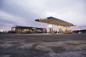 Nu har den nya bensinmacken öppnat vid E4 i Stockvik.