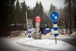 Vid infarten till Kälarne finns en enorm snöpp.