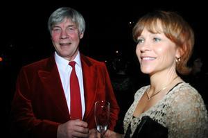 Tore och Lena Rönnevall, som ligger bakom fjolårets hotellsatsning i Ljungdalen, syntes i vimlet före middagen på högfjällshotellet i Storhogna på fredagskvällen.