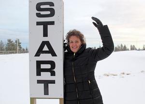Tävlingsledaren Jessica Strömberg ser med tillförsikt fram emot skidpremiären Hallstasvängen i Sollefteå som bjuder på ett stort startfält.