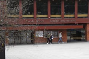 Förra året hoppade 70 elever av Karlfeldtgymnasiet. Genom projektet
