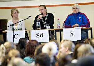Sverigedemokraternas fullmäktigerepresentant Roger Hedlund deltog. Hedlund höll en ganska låg profil i debatten.