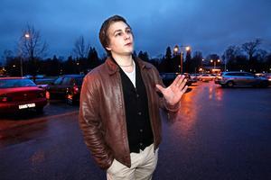 SIST UT. Jonas Hallenberg från Gävle blir en av de sista  i landet som gör allmän värnplikt. I maj nästa år rycker han in, i juli avskaffas värnplikten. Fotnot: I den sista skaran att rycka in finns även tre andra ungdomar från Gästrikland.