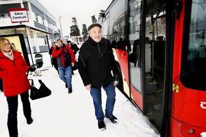GÅR HELLRE. Harald Frostersjö går hellre till Sätra centrum än väntar på den extra insatta bussen som ofta är försenad.