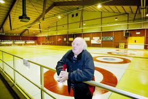 I dag ska kommunfullmäktige fatta ett slutligt beslut om hur den nya ishallen på Lugnet ska se ut. Lars Nordström, ordförande i Falu Curling Club, hoppas på att det blir en utbyggnad av curlinghallen, från dagens fyra banor till sex.