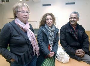 Tre av deltagarna vid seminariet om hederskulturen var Siv Lövgren från nätverket LISA, Iman Hussien som jobbar på ett projekt om hedersrelaterat våld i Bollnäs och Ovanåker samt kvällens föredragshållare Aher Hamednaca.