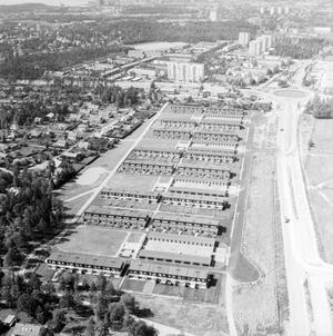Aroseken bygger radhus och kedjehus på Brandthovda, vlt:s fotograf surrar runt och dokumenterar 1968.