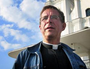 Jag känner ju bygden och har varit här sedan 2001, säger Håkan Henriksson som nu åter blir kyrkoherde efter att ha jobbat som komminister i sju år.