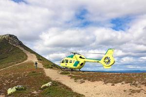 På fredagseftermiddagen gjordes en fjällräddningsinsats vid Långsjön i närheten av Drevdagen i Älvdalens kommun. En man ska föras till lasarett med ambulanshelikopter. Obs: Bilden är tagen i ett annat sammanhang. Foto: Räddningstjänsten Idre