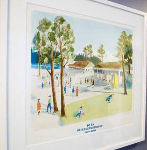 Utsmyckningarna på äldreboendet kompletteras av verk ur kommunens konstförråd.