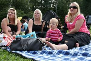 Emma Helmersson, Emelie Blom, Ebba Mattsson och Evelina Mattsson hade det skönt på filten.