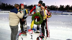 Stefan Svensson fick en segerkram av trean Daniel Henderson. Silvret tog unge Ove Ledström, 18.