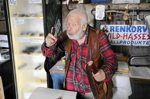 Marknadsknallen och korvhandlaren Vild-Hasse Bengtsson fyller 80 år den 20 april.