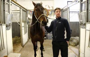 Bolt Boko med tränaren och kusken Erik Lindegren.