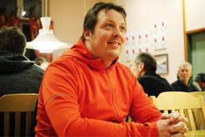 Mattias Vernberg, centerpartist och kock, från Åre var en av cirka 50 som på söndagskvällen hade kommit till Trångsviken för att lägga fram idéer för mjölkbönderna. Mattias idé: att bönderna ansöker om medlemskap i norska mejeriföreningen.