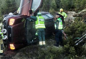 Söder om Söderås körde en bil av på torsdagsmorgonen. En person fick föras till sjukhus.