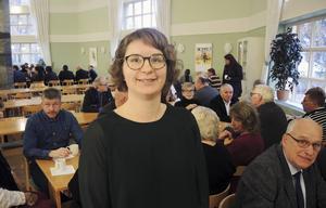 Oppositionsråd Elin Norén (S) menar att Dalasamverkan sparar på fel saker och underfinansierar vården.